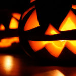 HOW TO THROW A MUST-ATTEND HALLOWEEN PARTY
